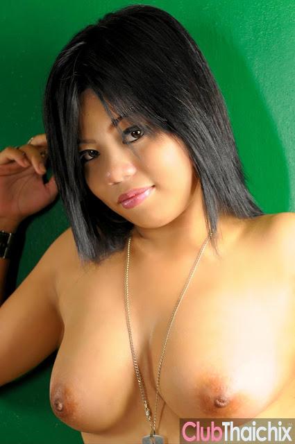 10 123 - Cute Jona Totally Naked