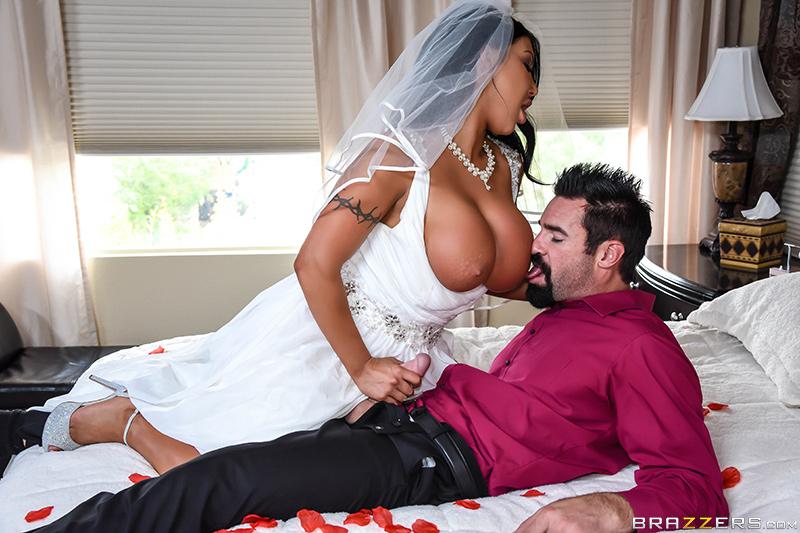 2August Taylor Catch The Garter Belt Fuck The Bride Brazzers - Porn Video Brazzers - Catch The Garter Belt, Fuck The Bride