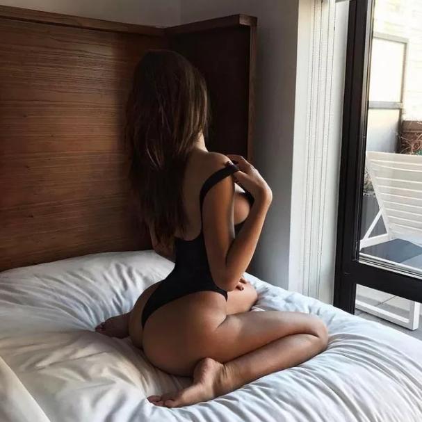 25+ Hottest Alexis Ren Pics