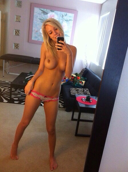 Sexy Girl Big Tits Selfie Nude With Iphone 5 - Sexy Girl Big Tits Selfie Nude With Iphone