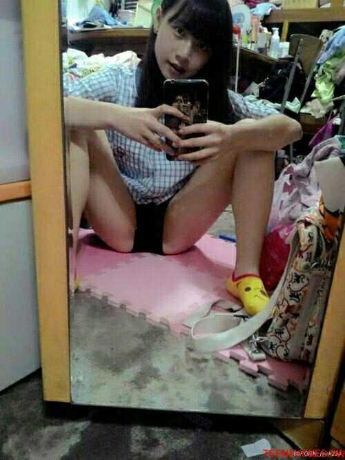 japanese schoolgirl selfie pussy
