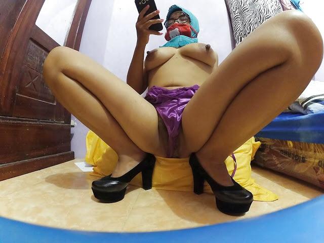 Cewek Jilbab Bugil Telanjang 13 - Hot hijab girl selfie big tits show pussy 2018