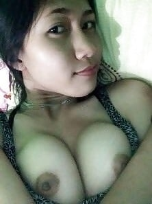 1vrDm5Uh2QQ - cute girl selfie nude hot with iphone 7 2018