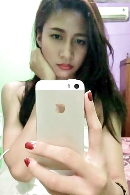 b2g6B5D13L4 - cute girl selfie nude hot with iphone 7 2018