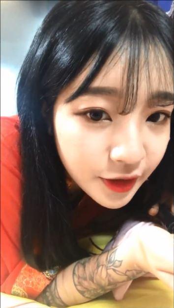 bmOq48JuXWY - cute asian girl love it selfie nude 2019