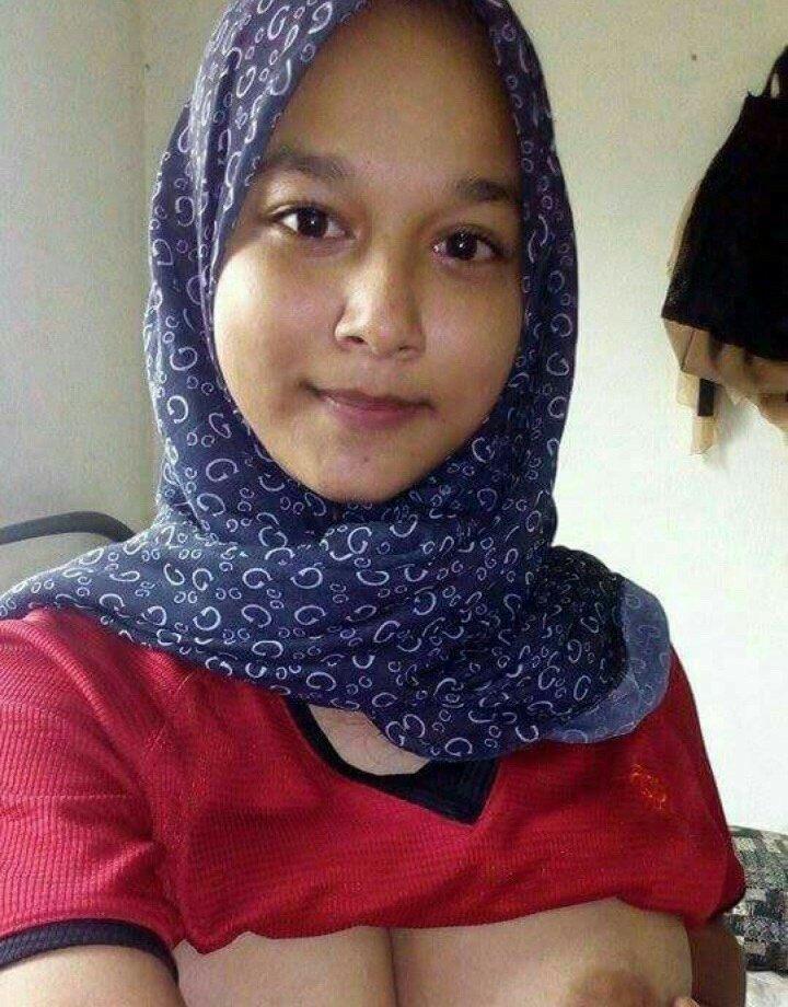 008fa0f4 c797 425e b77e bc3e803481e6 - Cewek jilbab pamer toket pink bra selfie