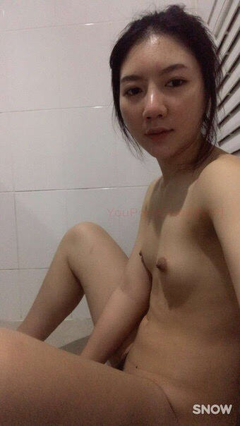 TFpHfciBpBU - Asian chick small tits selfie naked