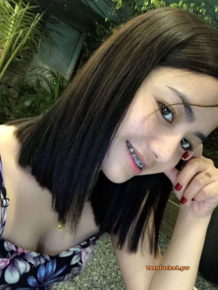 1GpFwsA2QZQ wm - Beautiful college girl selfie nude showing off pussy selfie 2020