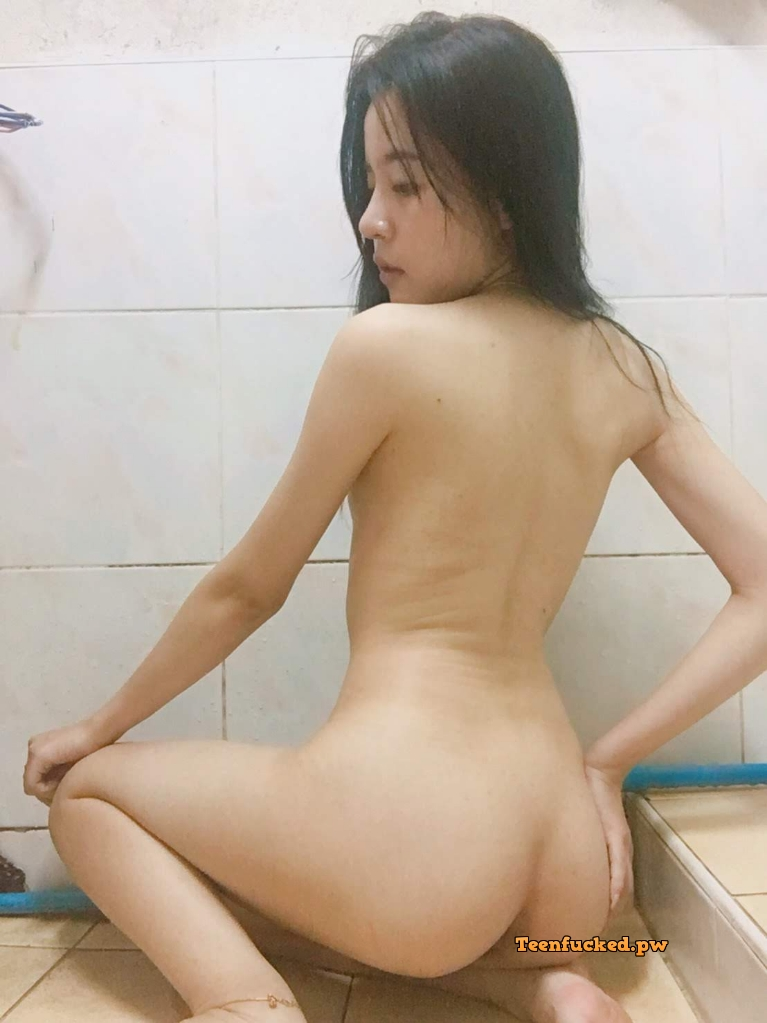 6NznSwMoP8I wm - 27 Beautiful amateur selfie girl naked in the bathroom show pussy 2020