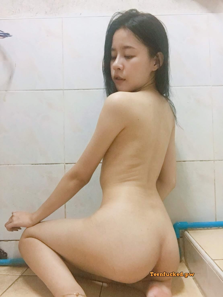 8fez8XnKRwI wm - 27 Beautiful amateur selfie girl naked in the bathroom show pussy 2020