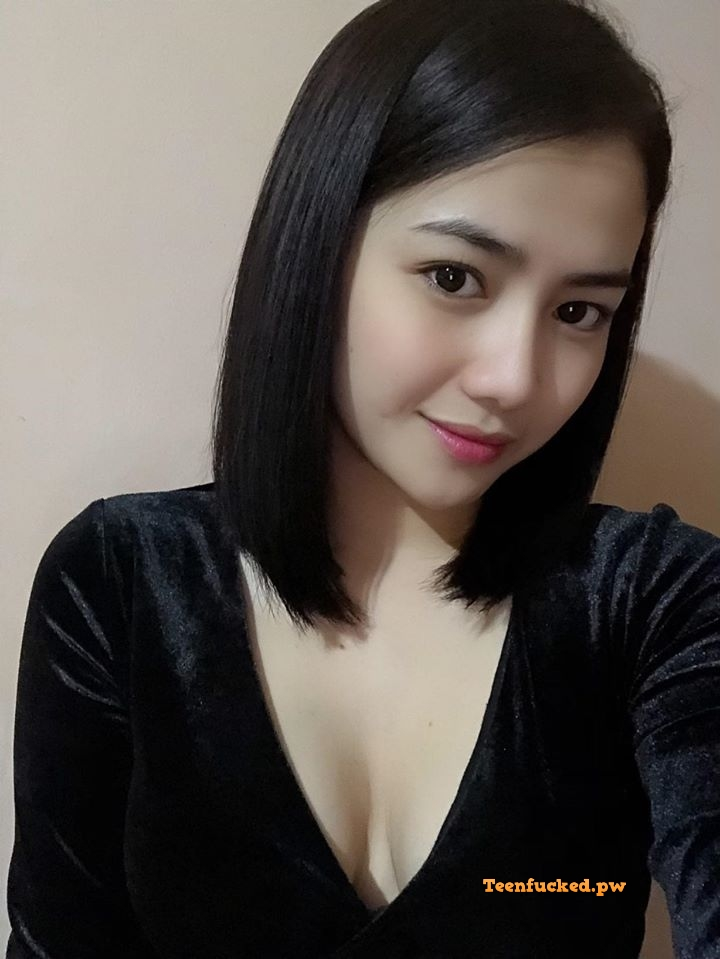 k4TT7QBeR3U wm - Beautiful college girl selfie nude showing off pussy selfie 2020