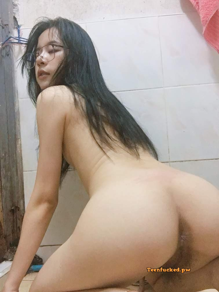m nDiBXW94M wm - 27 Beautiful amateur selfie girl naked in the bathroom show pussy 2020