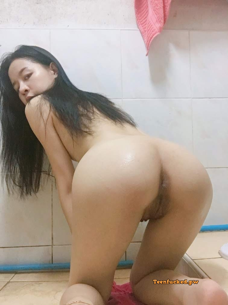 uYjKvbOJCLc wm - 27 Beautiful amateur selfie girl naked in the bathroom show pussy 2020