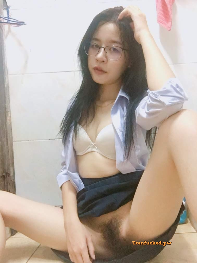 zBHfnTiLxLg wm - Asian schools girl show hot pussy 2020