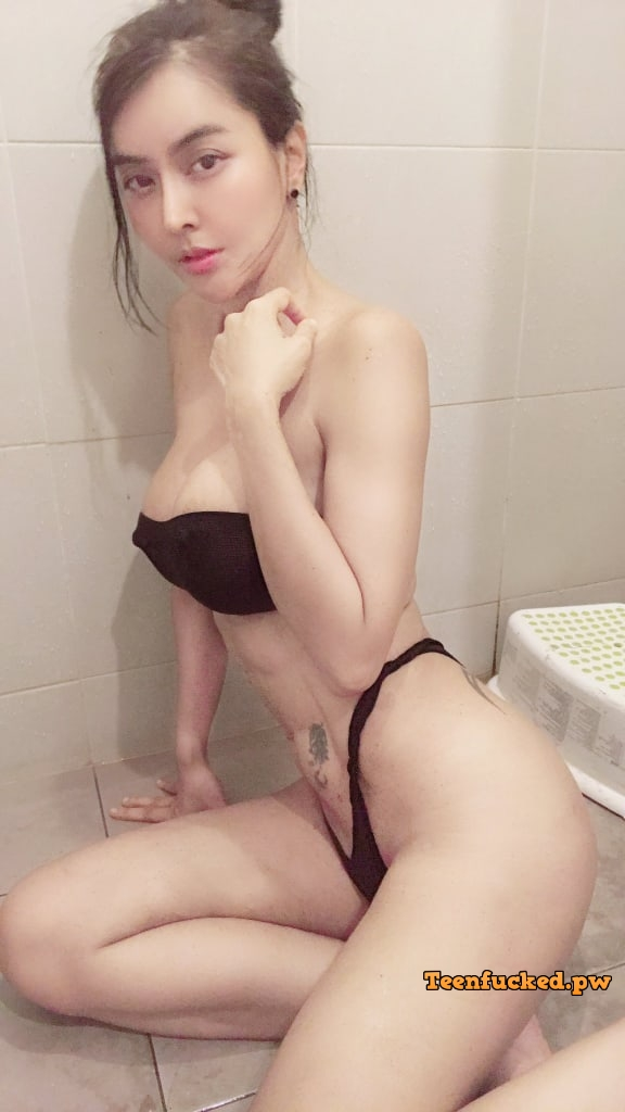 VK1cjYXEmPs wm - Beautiful, sexy naked girl asian indian 2020