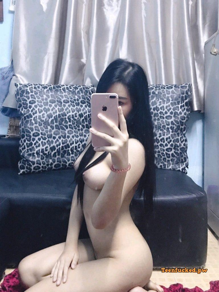 X0PzRtOsil4 wm 769x1024 - Cewek cantik cute selfie bugil toket gede super 2020