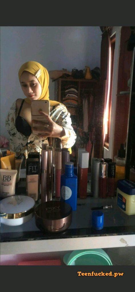 SDgSIxT1gDI wm 473x1024 - Hot selfie muslim girl from malaysia 2020 show tits