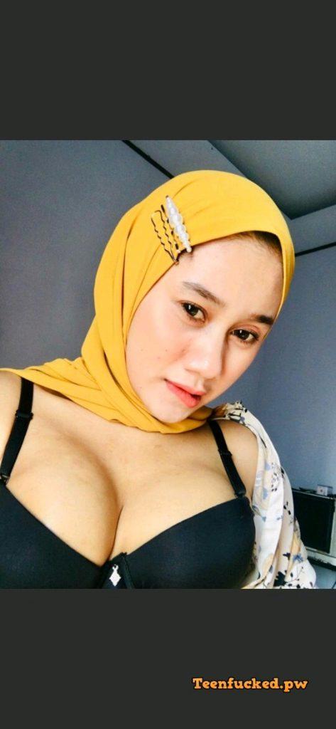 bvvPxga6M1A wm 473x1024 - Hot selfie muslim girl from malaysia 2020 show tits