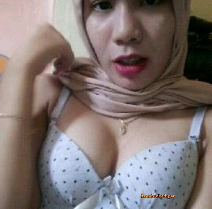 xcjiZK0avqI wm - Hot selfie muslim girl from malaysia 2020 show tits