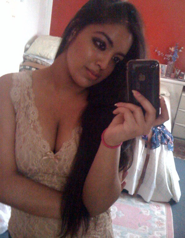 fd1526a70c4f06b9cdc583777e3365f5 - Indian Girl Rachna Showing Her Big Boobs with iphone
