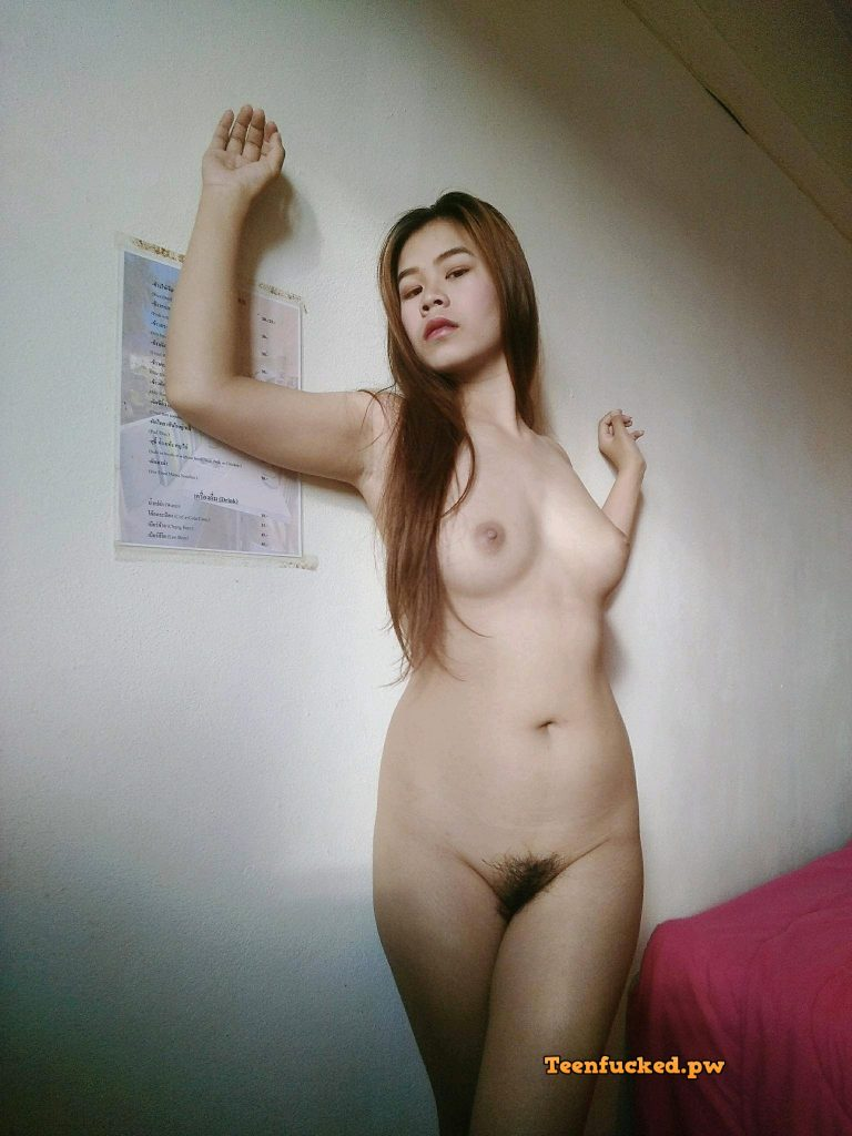 o3YYZPDAsS8 wm 768x1024 - Belle nana asiatique nue exhibant sa chatte 2020