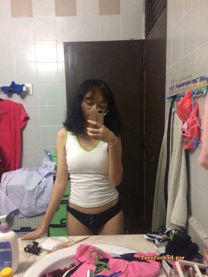 0FerG5VMTGo wm - Asian teen selfie show tits 2021
