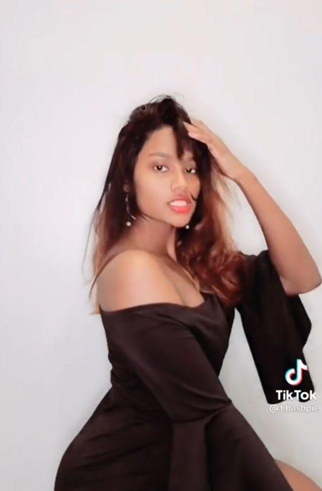 Savli NRI Girl ke Leaked Nude photos 002 - Savli NRI Girl ke Leaked Nude photos